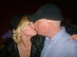 Randy Bailey kissing Sugar Kiper from Survivor
