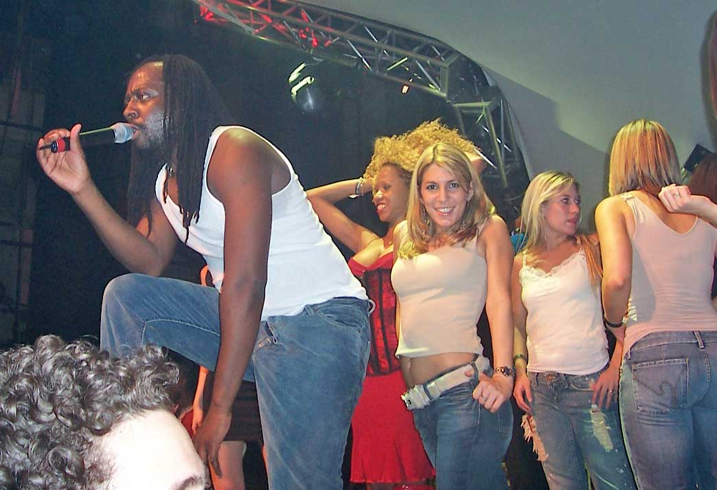 Nicole on stage with Wyclef Jean